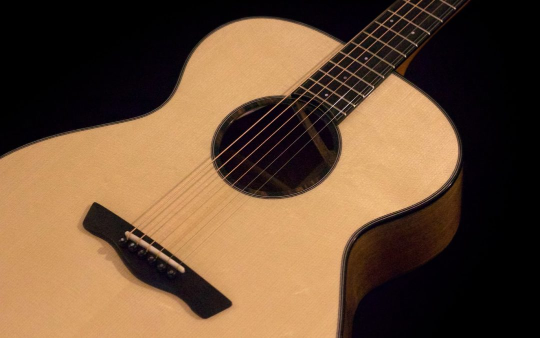 GUITARE ACOUSTIQUE NOYER